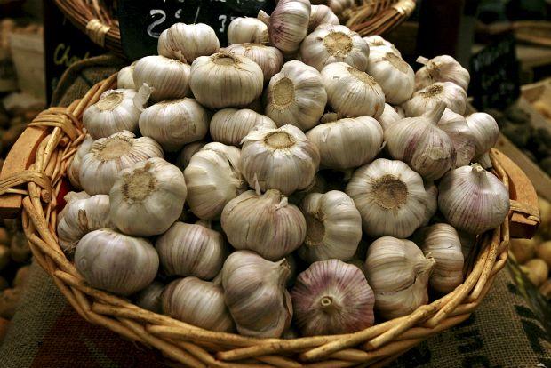 Σκόρδο: εξαφανίστε τη μυρωδιά με έξυπνους τρόπους
