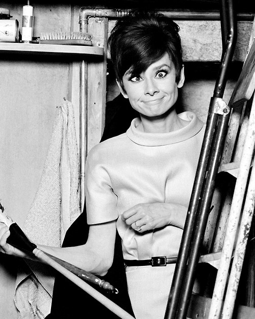 Audrey-Hepburn-on-the-set-of-How-To-Steal-A-Million