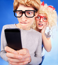 jealousy-text-phone-couple-funny-problems
