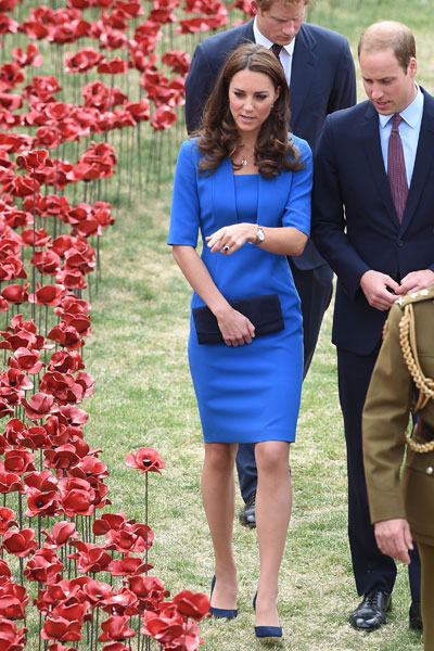 1407237382_Kate-middleton-3,-tower-of-london,-war-world-1-centary,-fashion,-outtfit