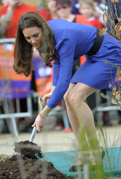 Kate+Middleton+Shows+Off+Green+Thumb+iCALvAX7KQpl