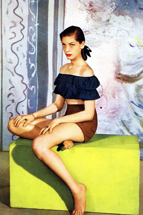 Lauren-Bacall-photographed-by-Louise-Dahl-Wolfe-for-Harper's-Bazaar-1945.
