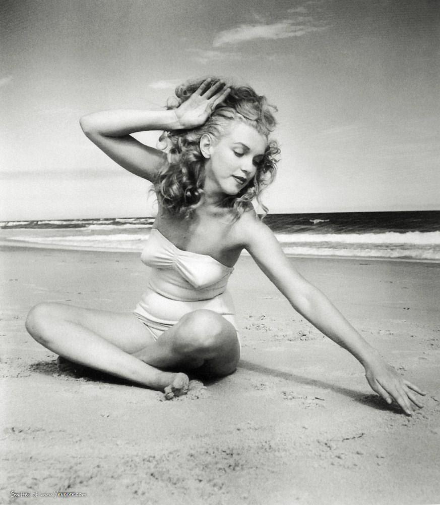 Marilyn Monroe at Tobay Beach, Long Island, 1949 (18)