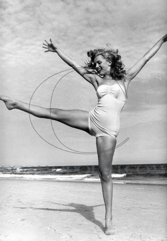 marilyn-monroe-swimsuit