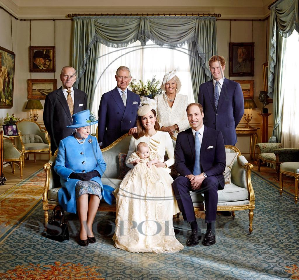 1382649300_prince-geoge-royal-family-zoom