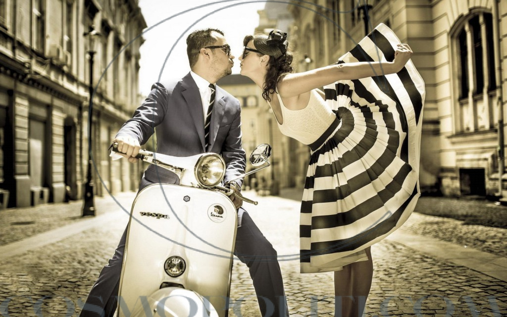 Vintage-Scooter-Vespa-Street-Boy-Girl-Kiss-HD-Images