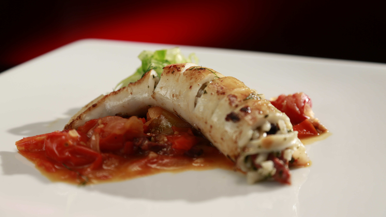 ep32_thalia_bianca_mediterranean_stuffed_squid_with_roasted_tomato_salsa_19ii7jb-19ii7ke