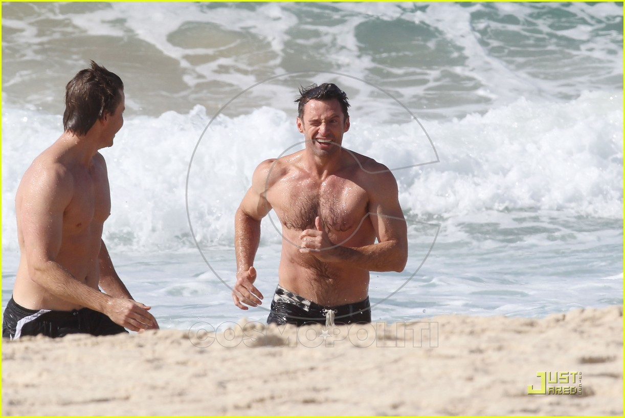 September 27, 2011: Hugh Jackman goes swimming at Bondi beach looking ripped with muscle. Jackman braved the icy water after a workout at the gym. Mandatory credit: Andy Athineos/INFphoto.com Ref: infausy-10|sp|