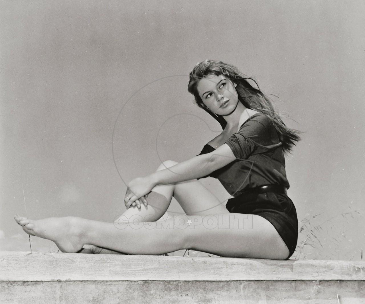 1934-brigitte-bardot-wall