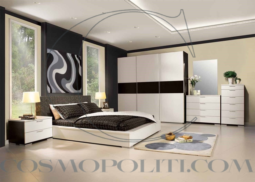 cool-and-impressive-bedroom-layout-with-the-master-bed-put-between-two-glass-doors