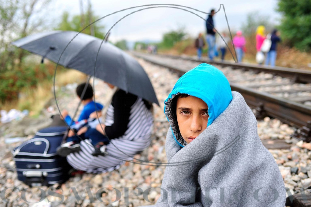 refugee-crisis-child-train1