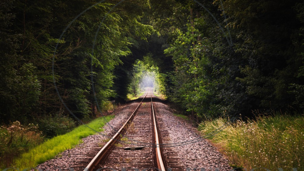 Railroad through a natural tunnel_Ultra HD