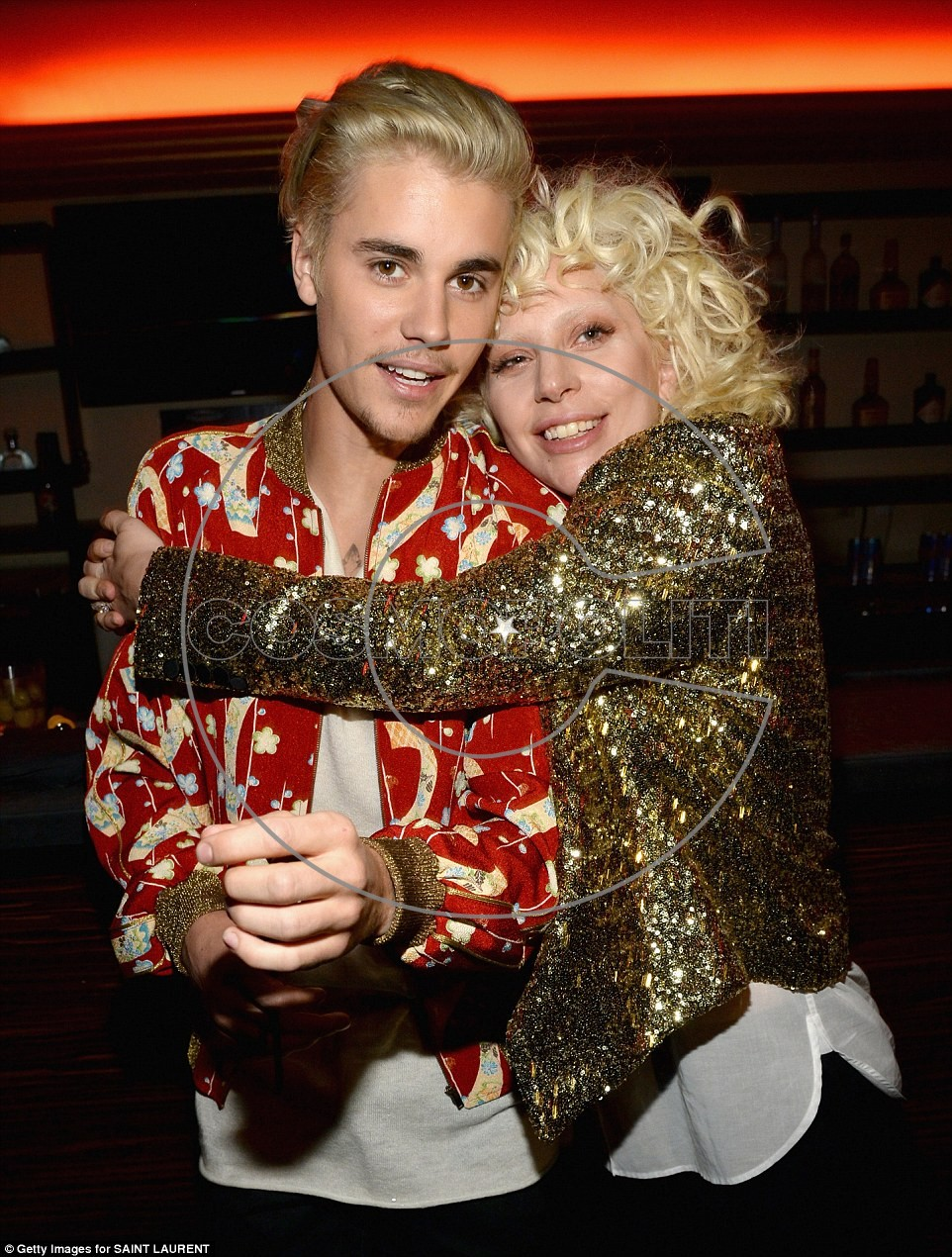 3112FBAA00000578-3441779-Catching_up_Gaga_appeared_thrilled_to_see_pop_star_Justin_Bieber-a-2_1455179227709