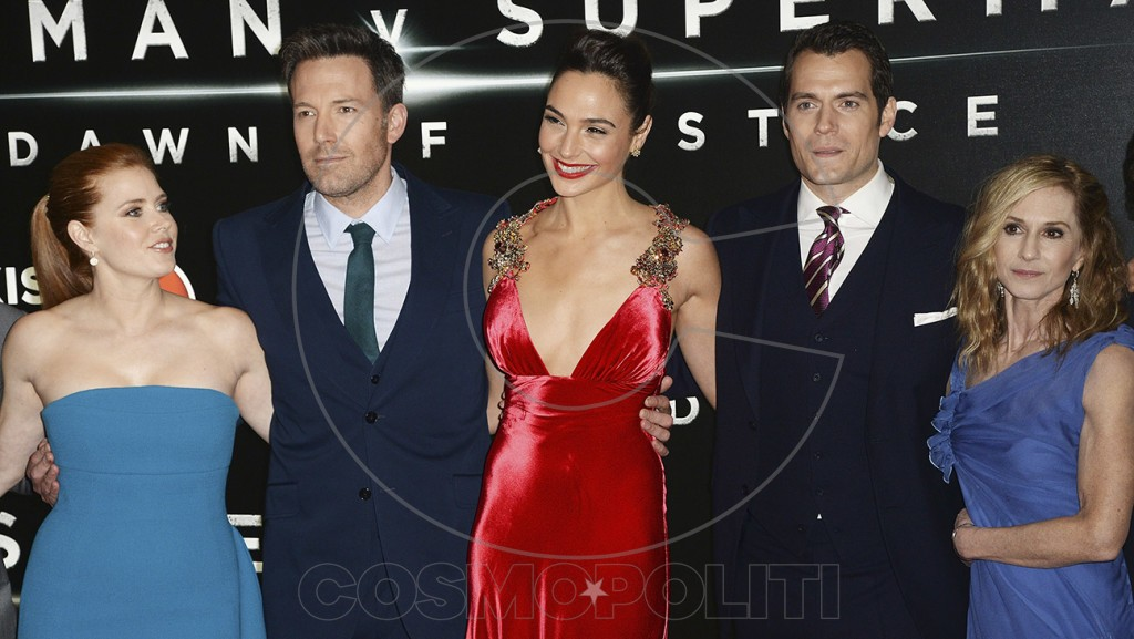 """LONDON, ENGLAND - MARCH 22: (L-R) Amy Adams, Ben Affleck, Gal Gadot, Henry Cavill and Holly Hunter attend the European Premiere of """"Batman V Superman: Dawn Of Justice"""" at Odeon Leicester Square on March 22, 2016 in London, England. (Photo by Dave J Hogan/Dave J Hogan/Getty Images)"""