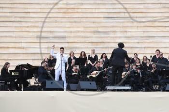 """Σάκης Ρουβάς: """"Με μια φωνή, όλοι εμείς, σου λέμε Ελλάδα μας μπορείς!"""""""