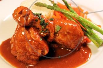 Συνταγή: κοκκινιστό κοτόπουλο της μαμάς