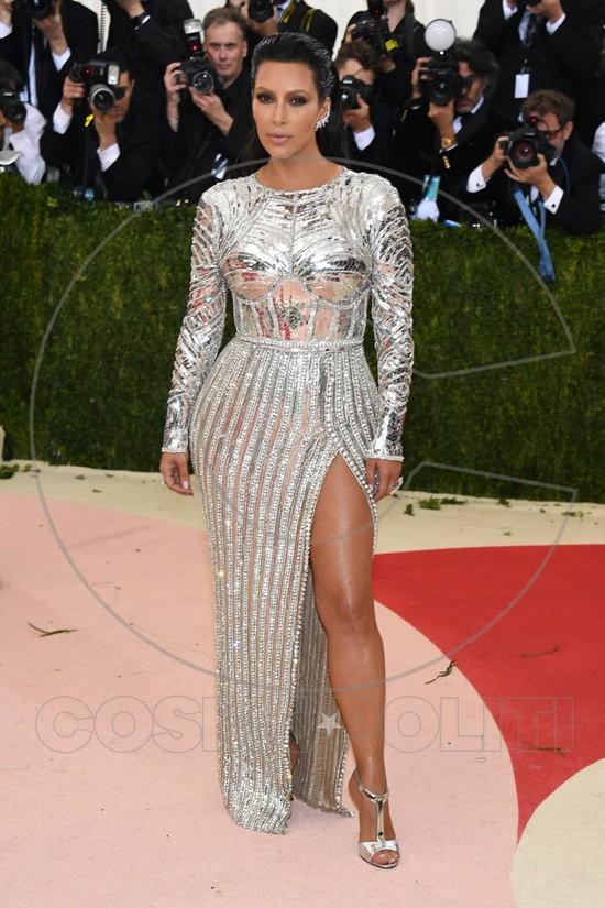 Kim-Kardashian-Kanye-West-Met-Gala-2016-Red-Carpet-Fashion-Balmain-Tom-Lorenzo-Site-3