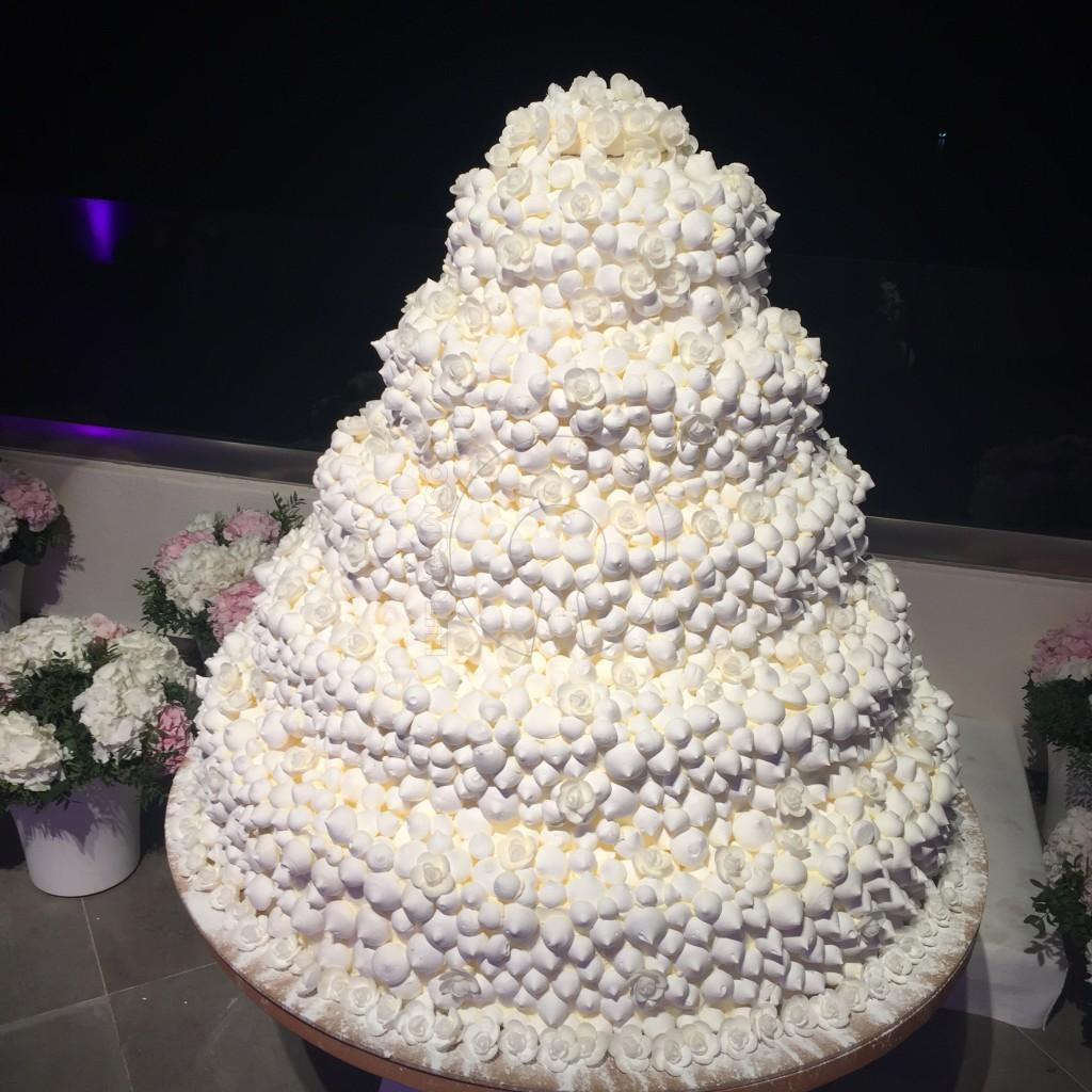 4406d64ca7fa Δείτε ολόφρεσκη την απολύτως πιο θεσπέσια γαμήλια τούρτα