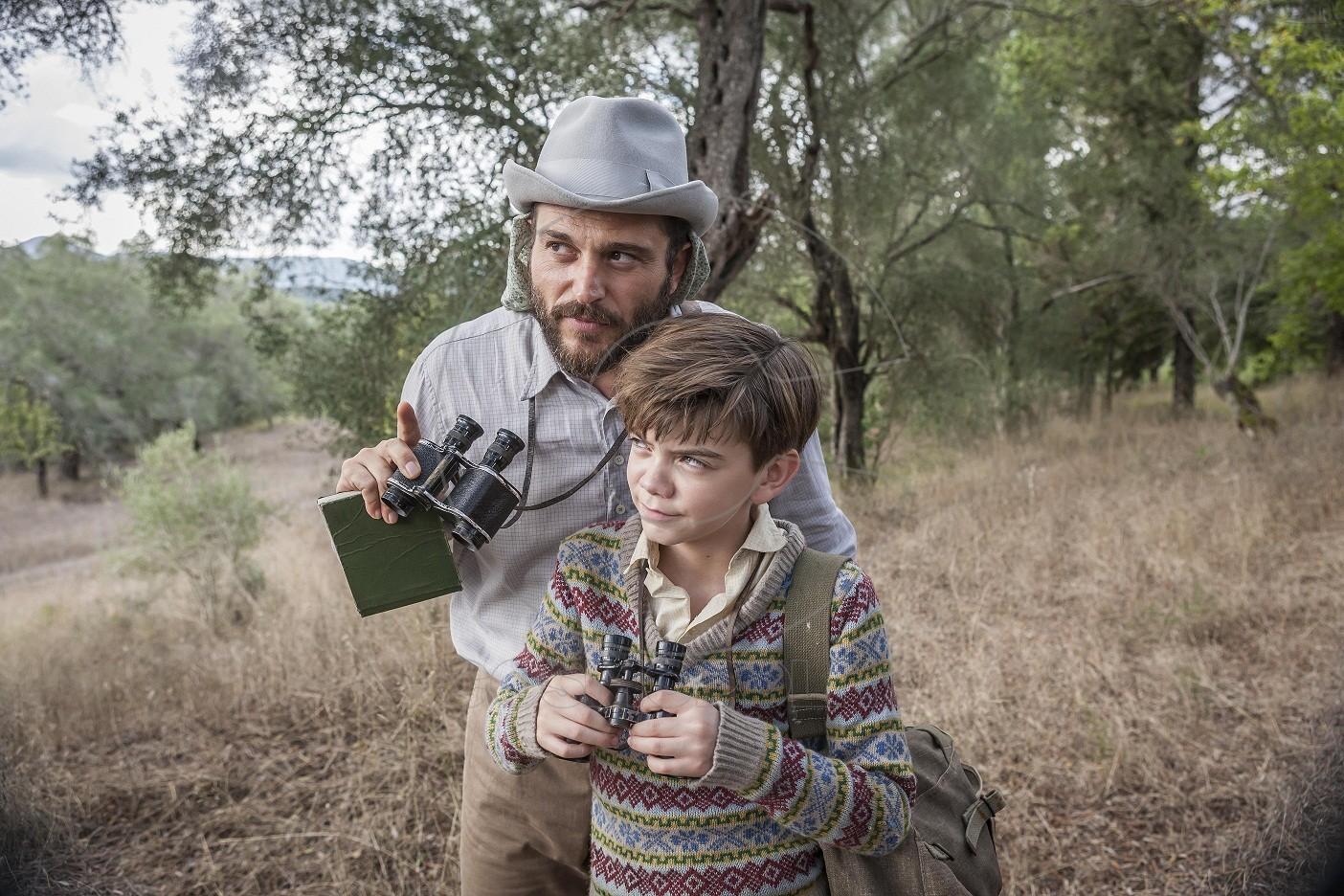 Theo Stephanides (YORGOS KARAMIHOS) & Gerald Durrell (MILO PARKER)