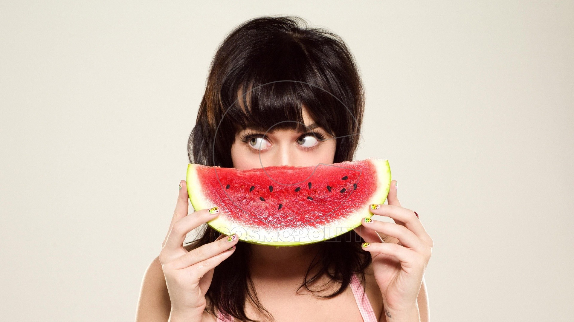 katy_perry_watermelon_girl_look_hands_3405_1920x1080