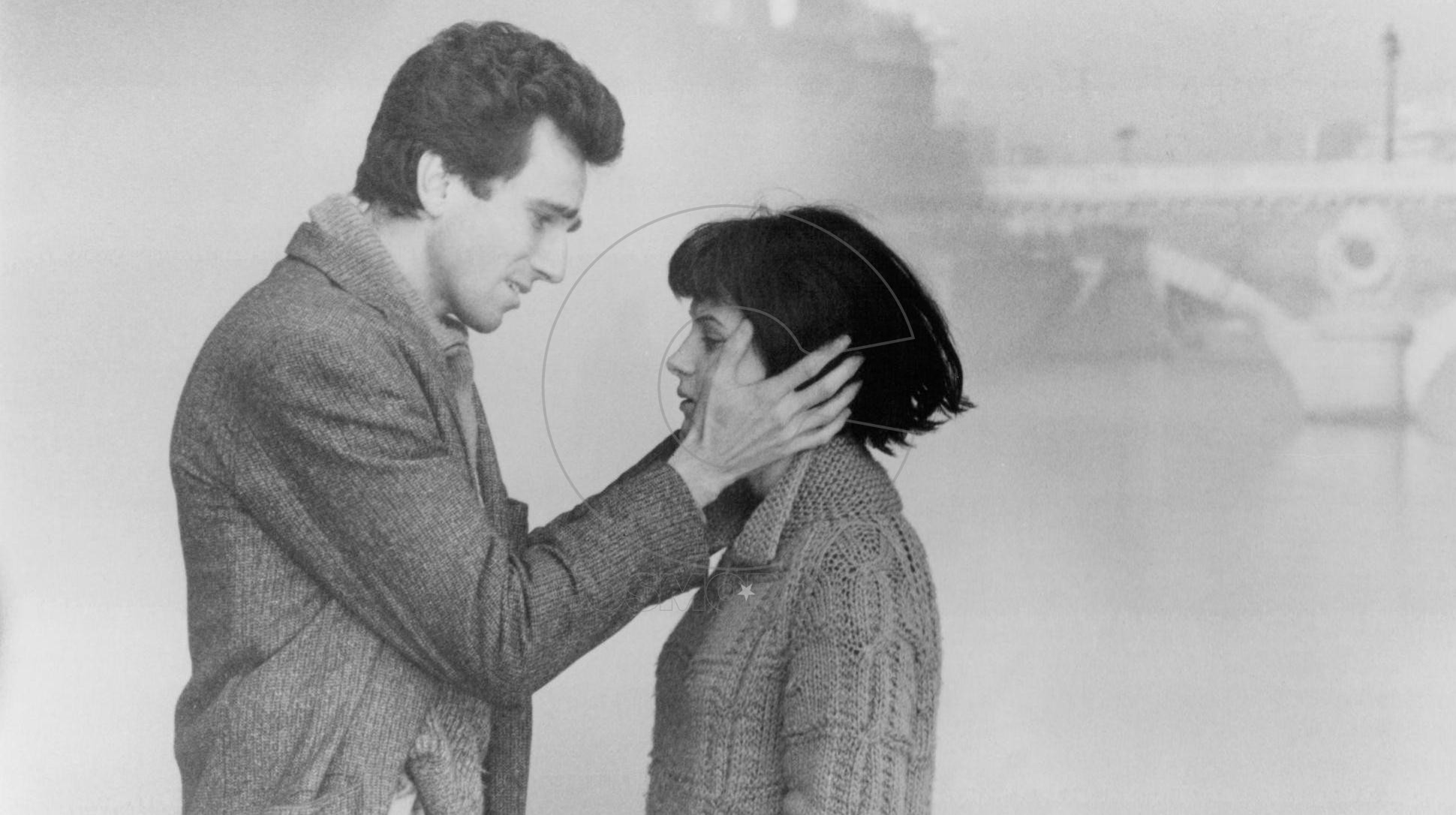 still-of-juliette-binoche-and-daniel-day-lewis-in-the-unbearable-lightness-of-being-(1988)-large-picture