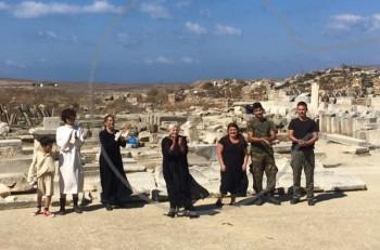 Στο Αρχαίο Θέατρο της Δήλου έσπασε η σιωπή 2.100 χρόνων με την «Εκάβη, μια πρόσφυγας»