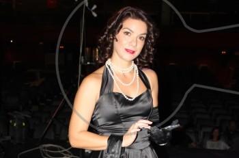 Η Ανδριάνα Μπάμπαλη έτοιμη να τραγουδήσει Σουγιούλ