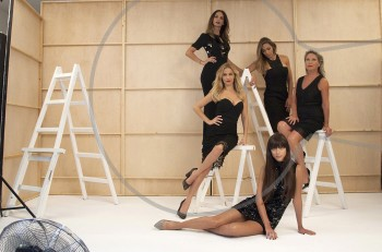 Backstage στο εξώφυλλο του νέου Αxelife με πέντε λαμπερές και stylish γυναίκες