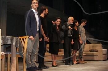 """Άφωνους μας άφησε η """"Δεύτερη Φωνή"""" με την Νένα Μεντή στο θέατρο Αποθήκη"""