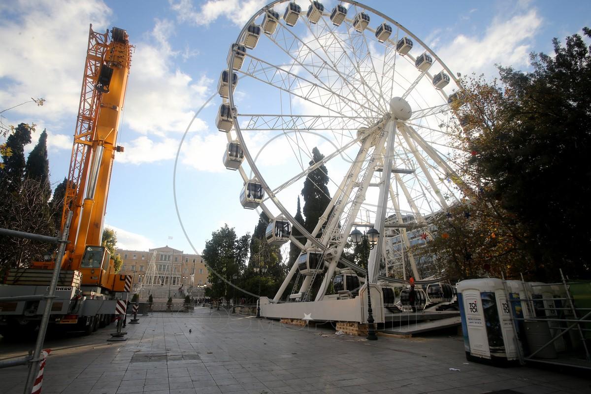 Ολοκληρώθηκαν οι εργασίες κατασκευής ενός τροχού στην πλατεία Συντάγματος και ξεκίνησε η δοκιμαστική λειτουργία του , Πέμπτη 22 Δεκεμβρίου 2016. ΑΠΕ-ΜΠΕ/ΑΠΕ-ΜΠΕ/Παντελής Σαίτας