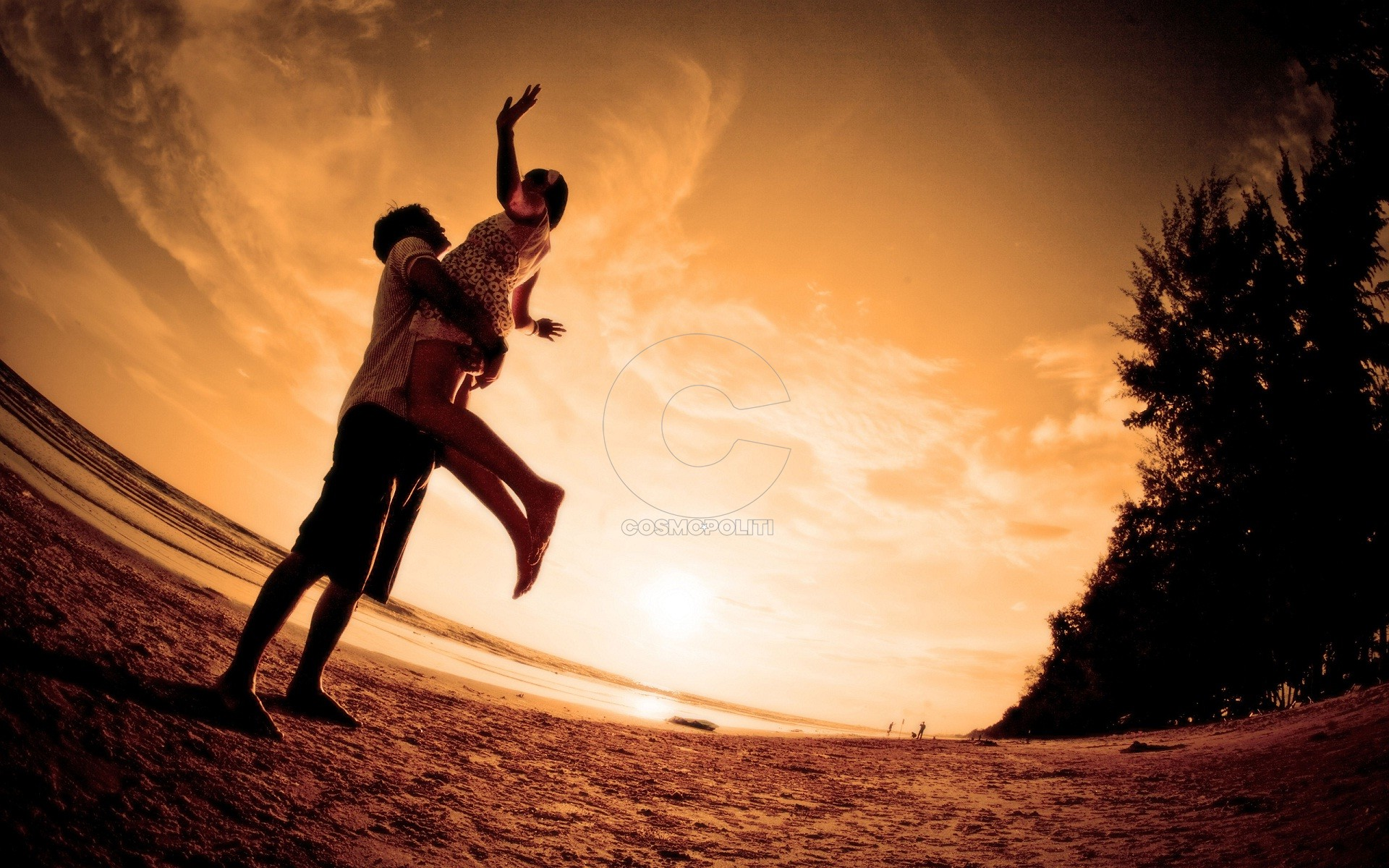 happy-couple-sunset-time-best-photography