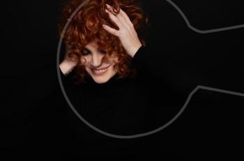 """Η Ελεωνόρα Ζουγανέλη """"Χωρίς εξηγήσεις"""" στο Αnodos Live Stage σε σκηνοθετική επιμέλεια Πέτρου Ζούλια"""