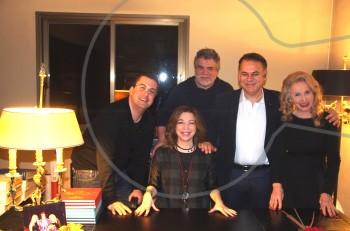 """""""Μαντάμ Σουσού"""" με την Δήμητρα Παπαδοπούλου: η πρώτη συνάντηση των συντελεστών στο σπίτι του Δημήτρη Ψαθά."""