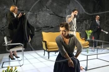 """Η Λουκία Μιχαλοπούλου από το Α ως το Ω: """"Το θέατρο είναι ο τόπος που αισθάνομαι στο κέντρο μου"""""""