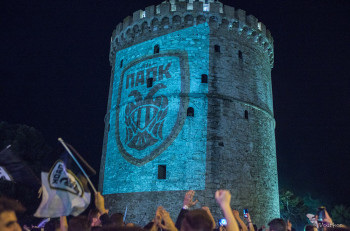 H άφιξη του κυπελλούχου ΠΑΟΚ στο Λευκό Πύργο (αποκλειστικό βίντεο)
