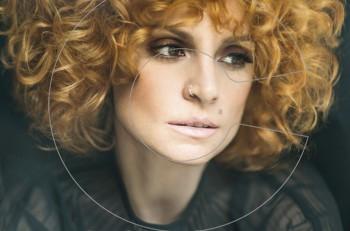 """""""Δύσκολη σιωπή"""" με την Ελεωνόρα Ζουγανέλη: νέο τραγούδι"""