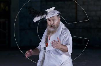 """""""Ειρήνη"""" με τον Τζίμη Πανούση: 90 λεπτά μουσικής και γέλιου"""