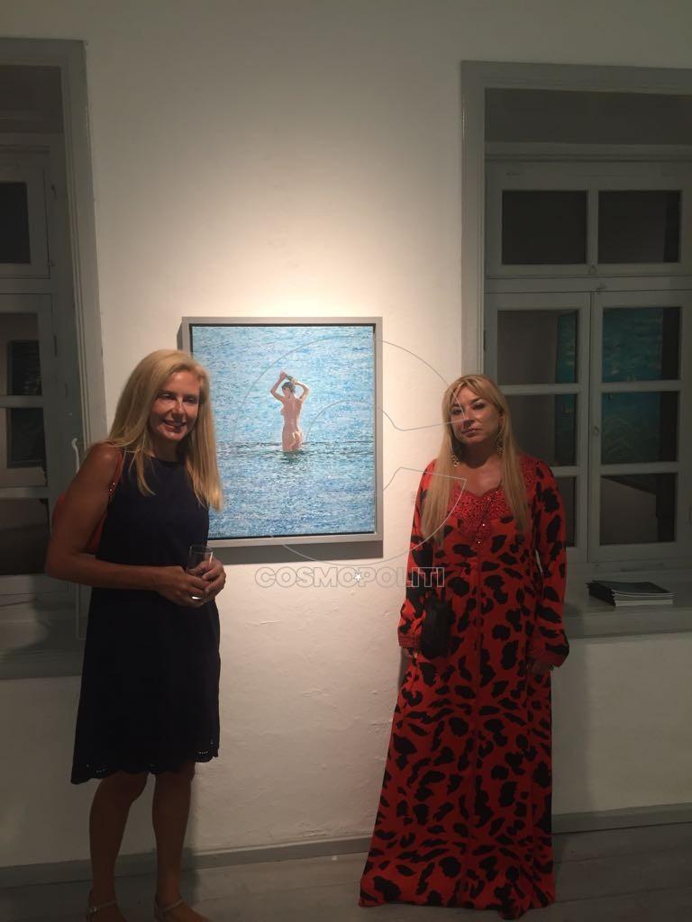 2. Η ζωγράφος Μαρία Φιλοπούλου με τη Μαρίνα Καποπούλου