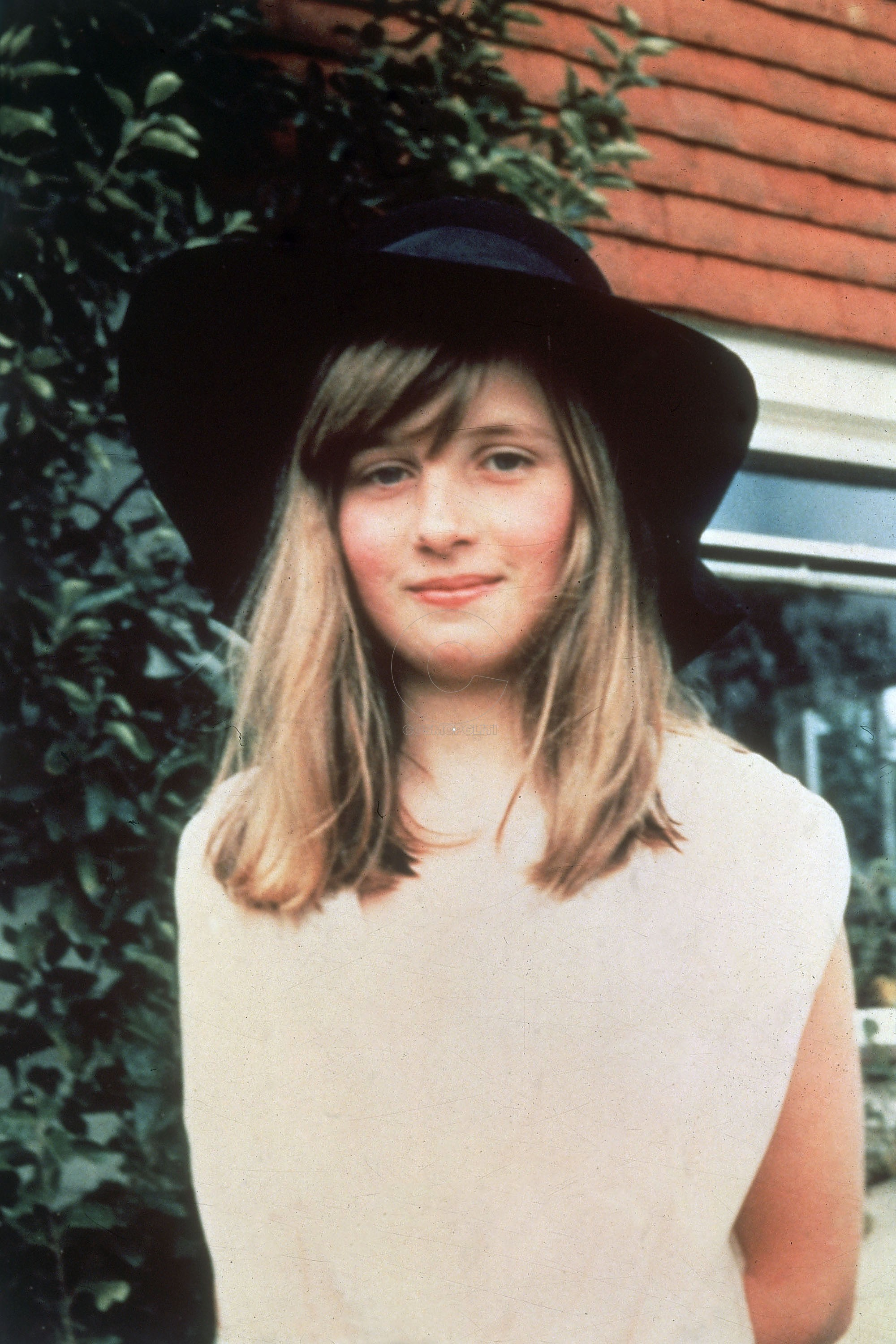 Lady Diana Spencer (1961-1997), the future Princess of Wales during a summer holiday in 1971 in Itchenor, West Sussex in Britain. (Photo by Hulton Archive/Getty Images)