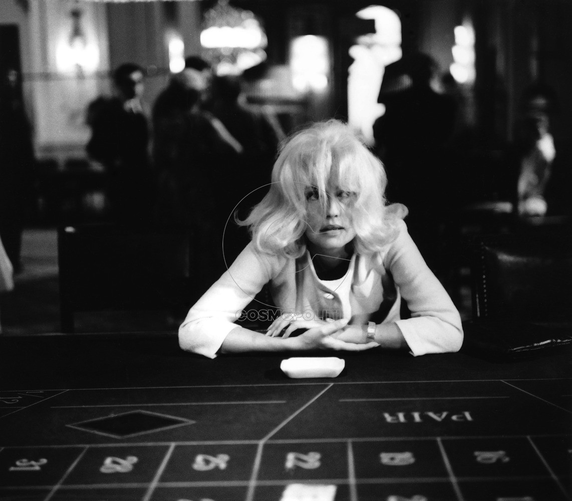 jeanne-moreau-at-betting-table
