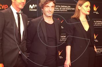 """Kαλή επιτυχία """"Love me Not""""! Η νέα ταινία του Αλέξανδρου Αβρανά με τον Χρήστο Λούλη και την Ελένη Ρουσσινού στο 65ο Διεθνές Φεστιβάλ Κινηματογράφου του Σαν Σεμπαστιάν"""