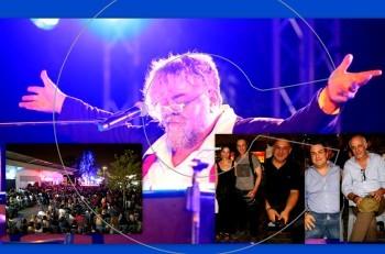 """Χαμό έκανε ο Σταμάτης Κραουνάκης στη Λαχαναγορά του Ρέντη με την τελευταία παράσταση του """"Όλοι Ένα-Φίλα με"""""""