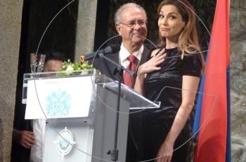 Η γκάφα με το μπέρδεμα των ονομάτων Άννα Βίσση – Δέσποινα Βανδή στα 36α Κορφιάτικα Βραβεία