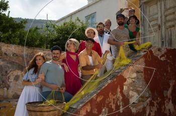 Γοργόνες και Μάγκες: 'Ενα ορόσημο του Ελληνικού κινηματογραφικού μιούζικαλ, προσπαθεί να λάμψει στη σκηνή.