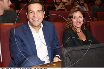 """Ο πρωθυπουργός Αλέξης Τσίπρας και η Μπέττυ Μπαζιάνα στο """"Τελευταίο σημείωμα"""""""