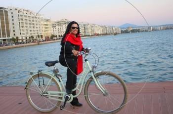 Η Ζωζώ Σαπουντζάκη από τη Θεσσαλονίκη με αγάπη