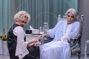 """""""Τρεις Ψηλές Γυναίκες"""" με την Μπέττυ Αρβανίτη στο Θέατρο της Οδού Κεφαλληνίας"""