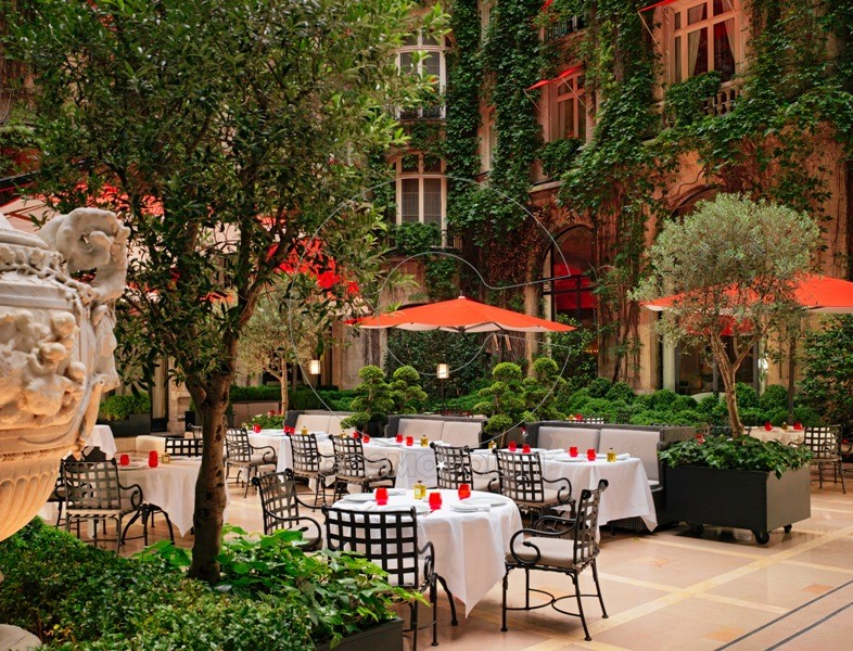 Plaza Athenee - Cour Jardin - (c) Niall Clutton