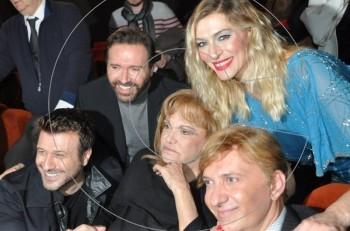 """Γοργόνες και μάγκες: Η Μαίρη Χρονοπούλου τραγουδά με τον Γιάννη Πλούταρχο """"Καμαρούλα μια σταλιά"""""""