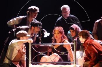"""""""Φιλουμένα"""" σε σκηνοθεσία Σταμάτη Φασουλή: ποιους είδαμε στην επίσημη πρεμιέρα"""